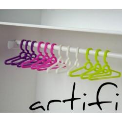 1:6 Kunststoff Kleiderbügel